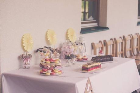 Výzdoba na žlutou přírodnější svatbu,