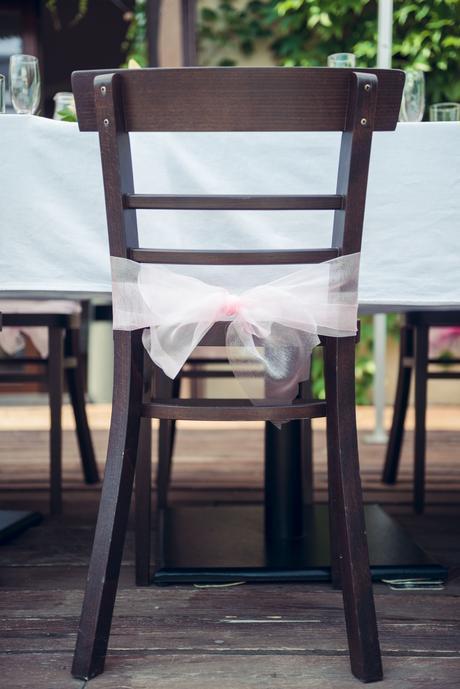 20 ks růžové organzy na židle,