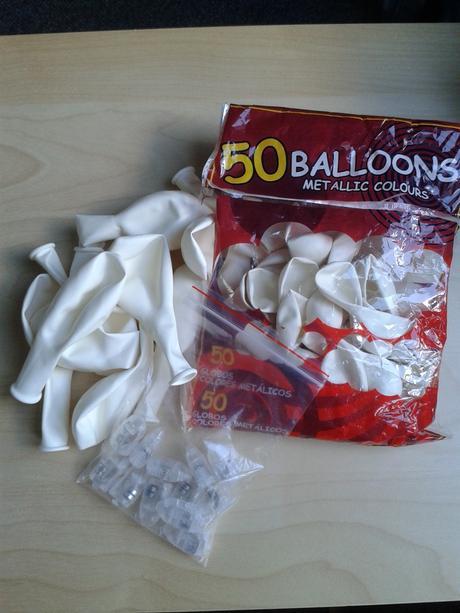 Bílé balonky s LED světýlky,