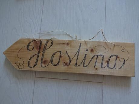 Dřevěné svatební cedulky,