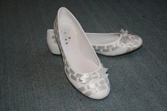moje botky - kvůli výšce (mojí i ženichově) nechci podpatky - a ani v nich neumím chodit :-)