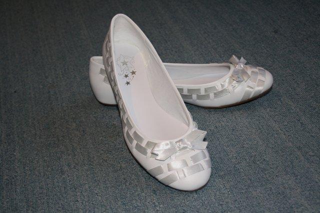 MíJa 24.7.2009 - moje botky - kvůli výšce (mojí i ženichově) nechci podpatky - a ani v nich neumím chodit :-)