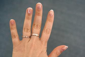 nebo dozdobit ... teď jen aby mi vlatní nehty vydržely do svatby :-)