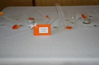 pokus,jak bude vypadat svatební stůl ... ještě chybí oranžové a bílé ubrousky