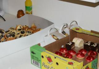první koláčky a část minizákusků