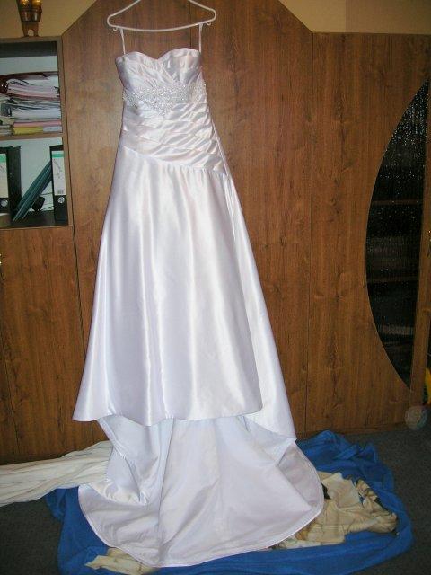 MíJa 24.7.2009 - šaty jsou doma, vlečka se nezkracovala, protože se mnou budou mít svatební premiéru!