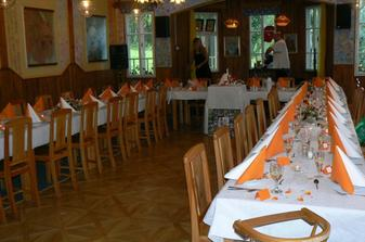 výzdoba stolů na hostině