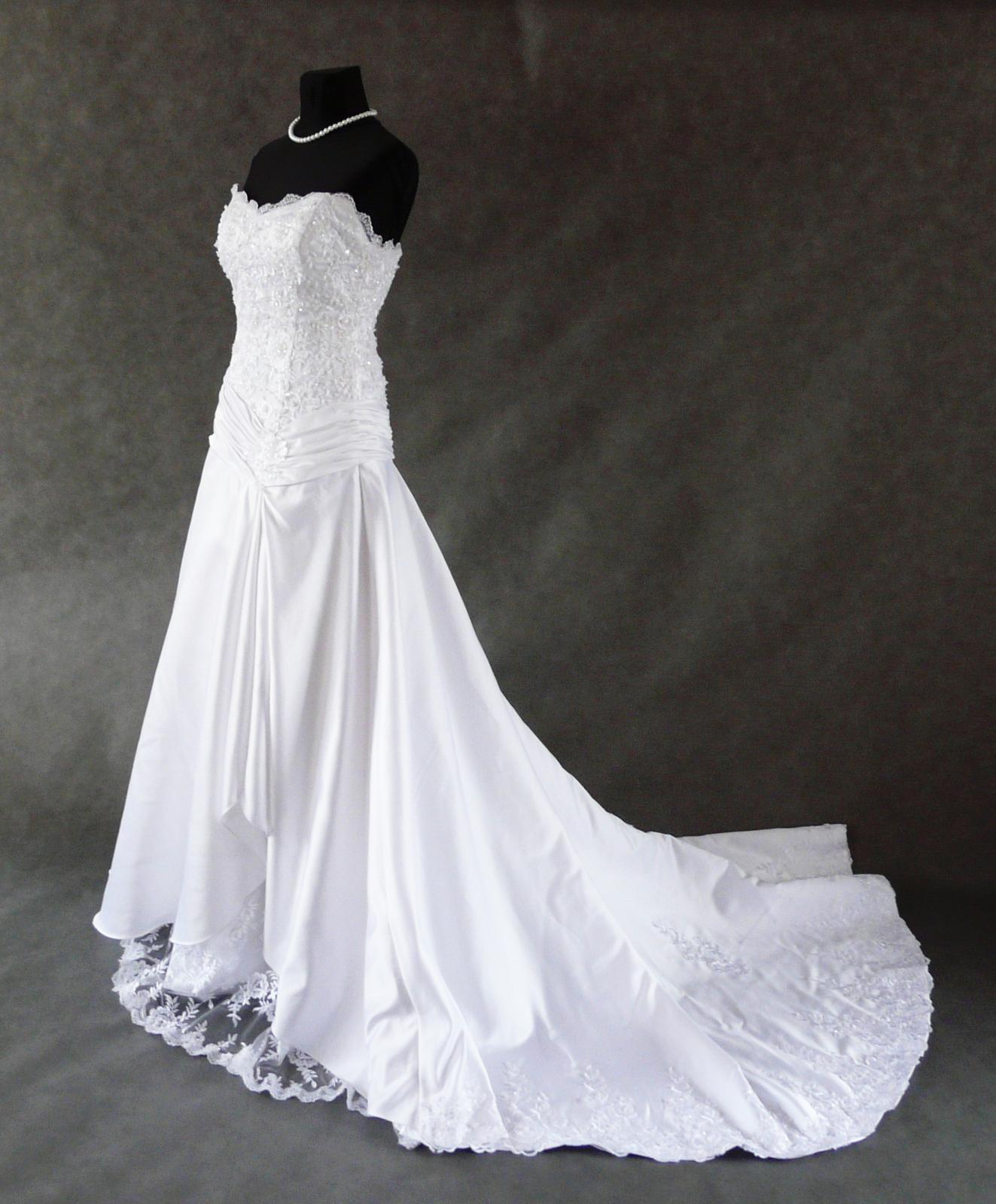 Reálné foto šatů - Obrázek č. 1