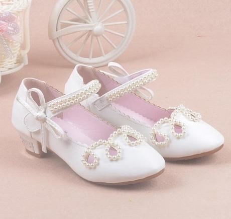 Bílé společenské sandálky pro družičky, 26-37 - Obrázek č. 1
