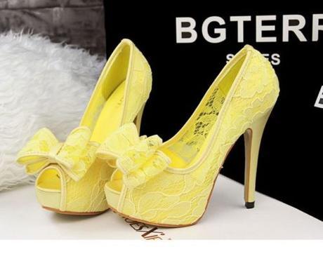 Žluté krajkové společenské lodičky - Obrázek č. 1