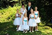 K zapůjčení - bílé šaty s tyrkys stuhou, 5-10 let, 128