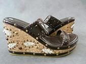 Hnědé pantofle, klínek - skladem, 39