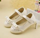 Bílé dětské boty, skladem, 23