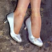Stříbrné saténové lodičky, nízký podpatek, 38