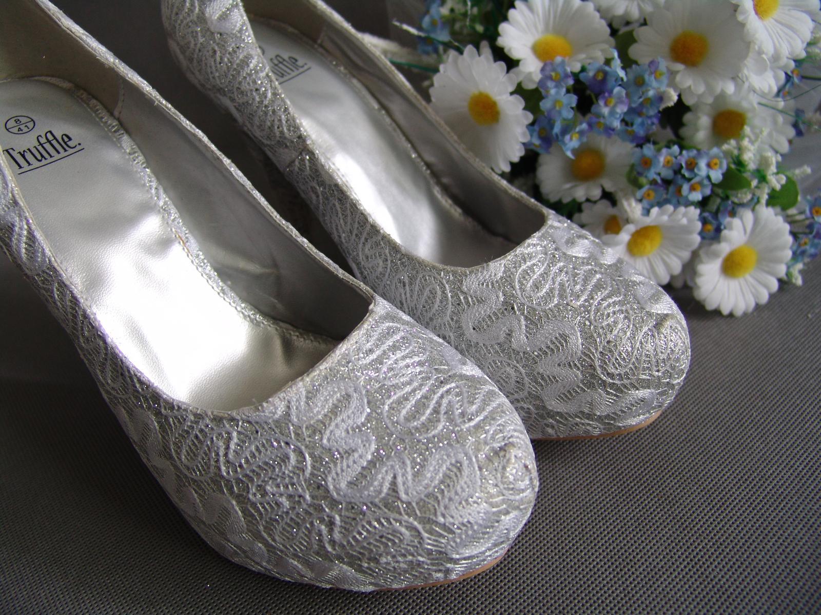 SKLADEM - extravagantní bílo-stříbrné lodičky - Obrázek č. 3