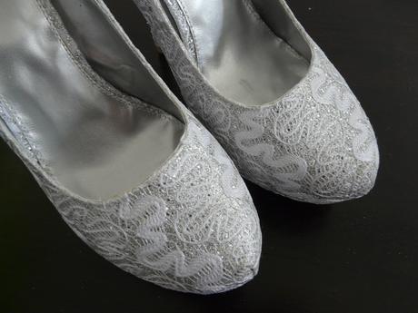 SKLADEM - extravagantní bílo-stříbrné lodičky - Obrázek č. 4