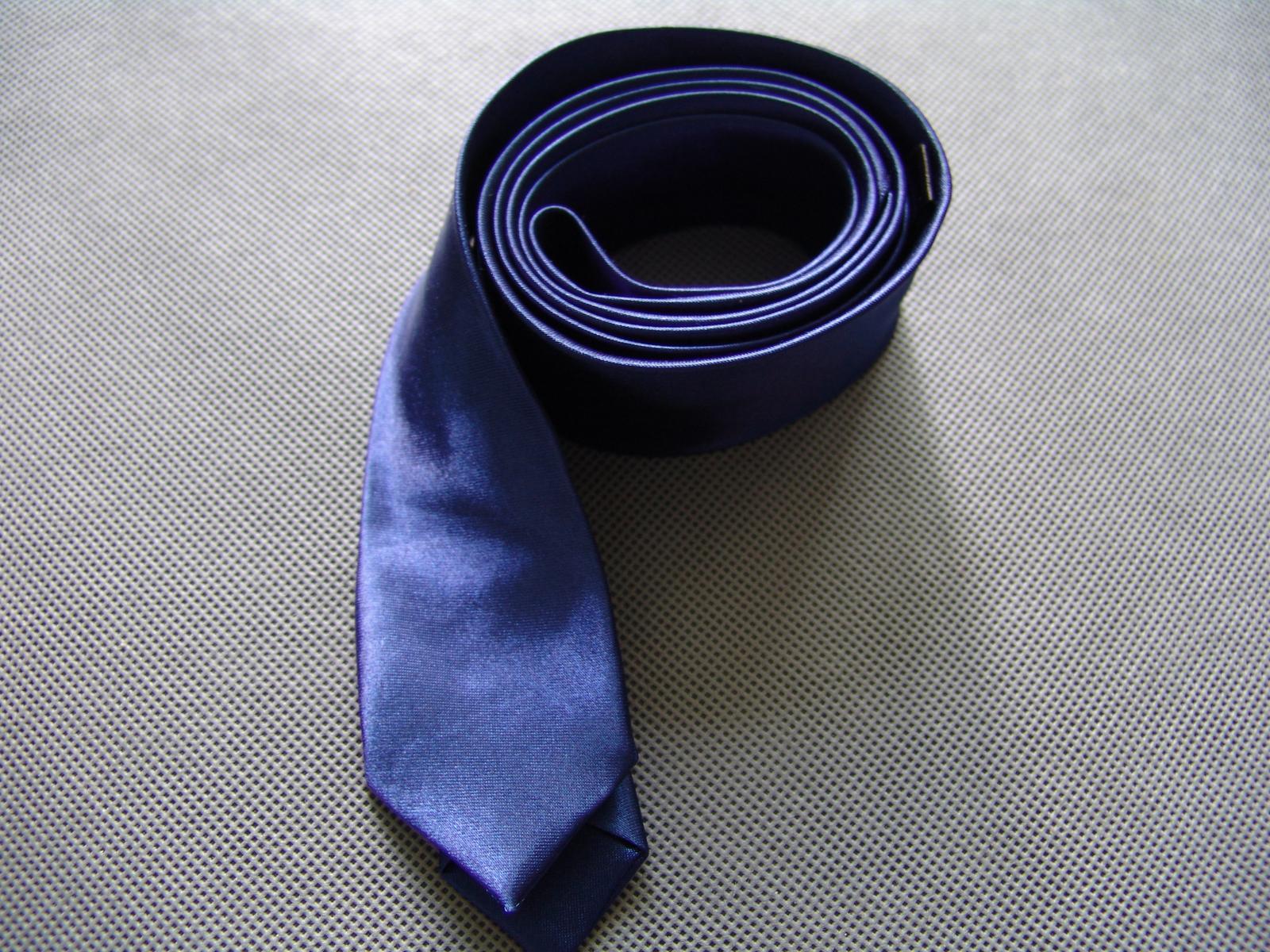 SKLADEM - modrá pánská kravata - slim - Obrázek č. 2