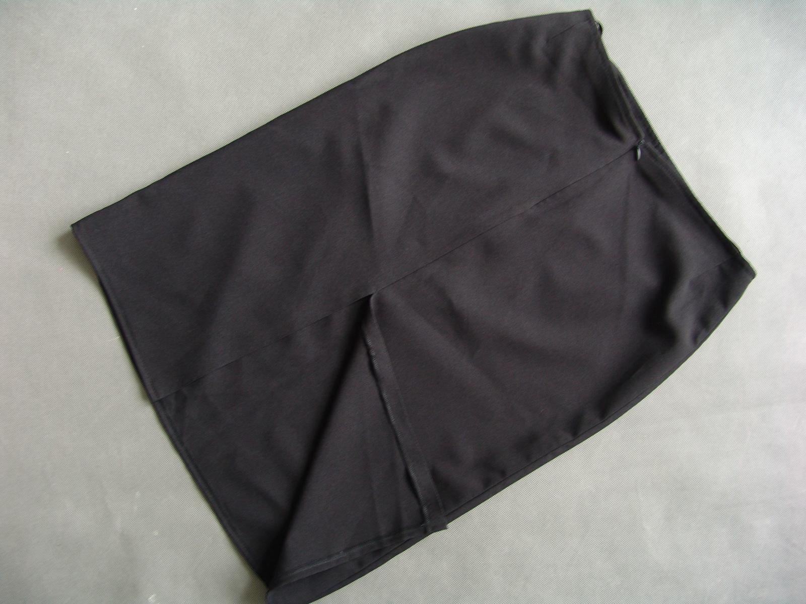 Černá sukně - Obrázek č. 2