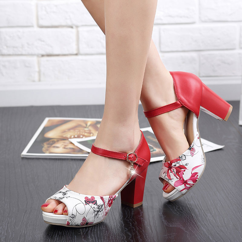 Červeno-bílé letní sandálky, 34-42 - Obrázek č. 1