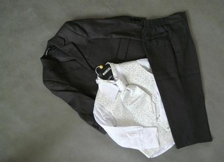 SKLADEM - k zapůjčení černý oblek 2-3 roky (2x) - Obrázek č. 1