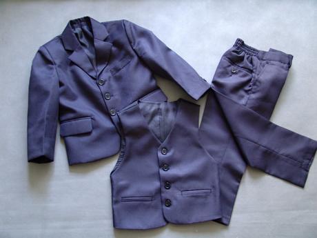 SKLADEM - tmavě modrý oblek k zapůjčení - Obrázek č. 1