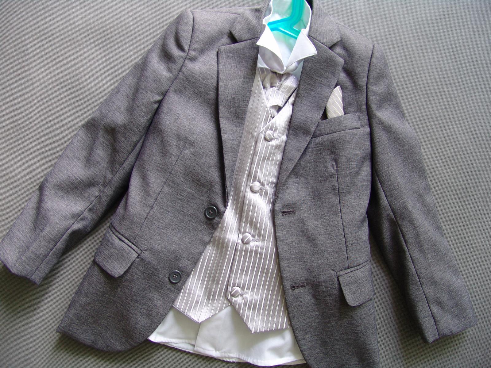 SKLADEM - šedý oblek k zapůjčení 7 a 11 let - Obrázek č. 2