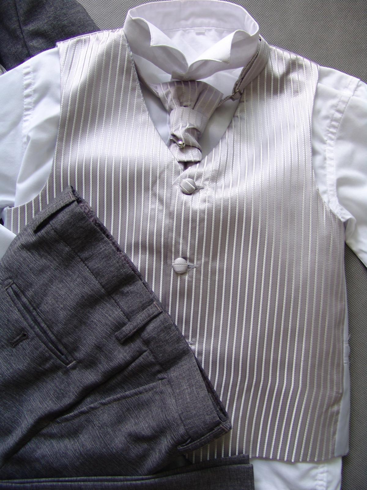 SKLADEM - šedý oblek k zapůjčení 7 a 11 let - Obrázek č. 3