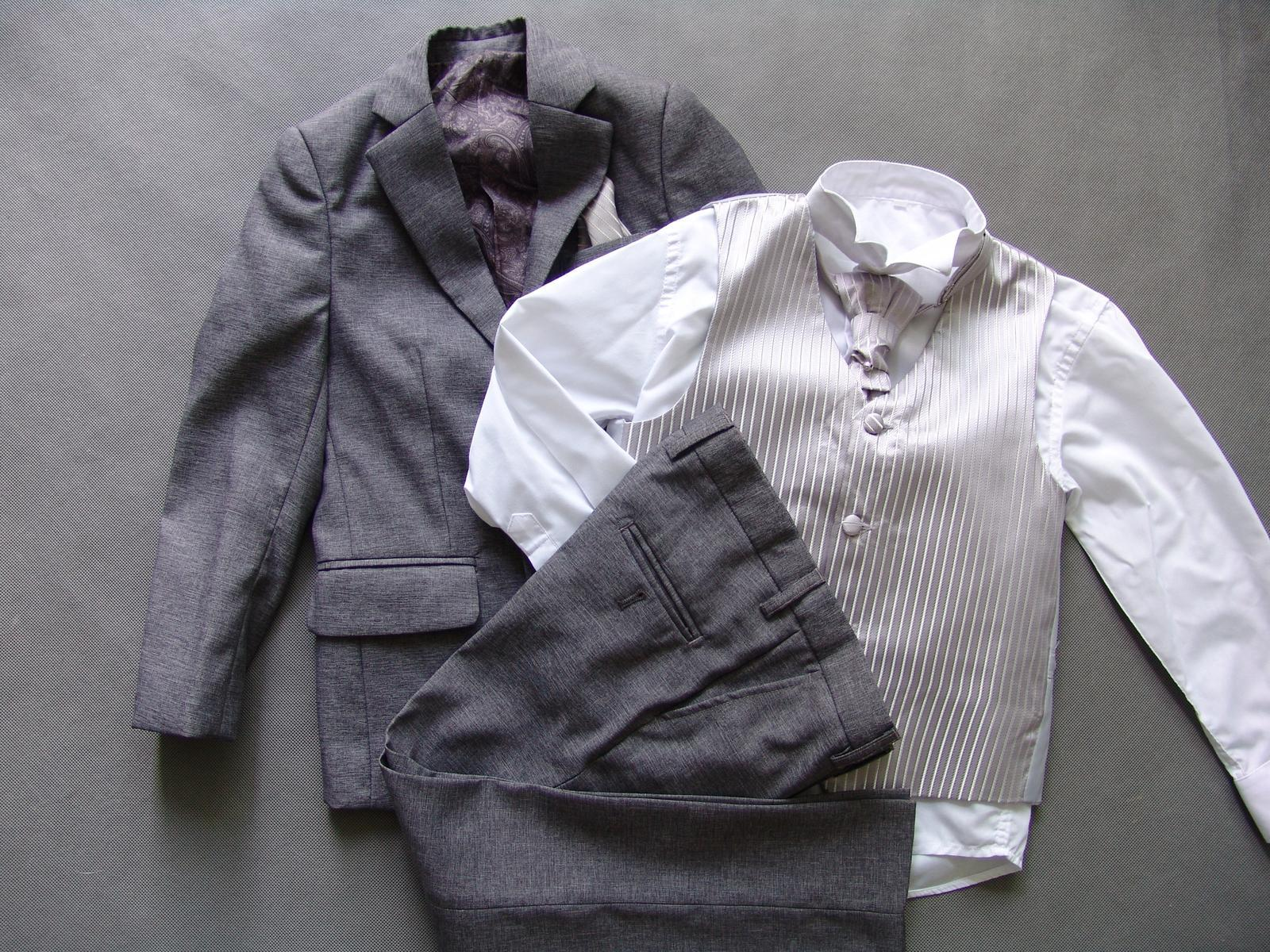 SKLADEM - šedý oblek k zapůjčení 7 a 11 let - Obrázek č. 4