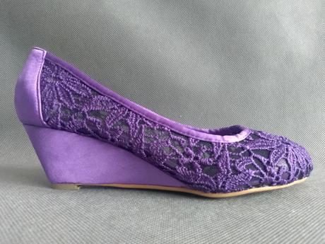 SKLADEM - fialové krajkové lodičky na klínku - Obrázek č. 2