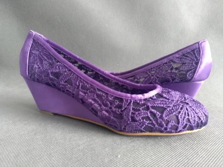 SKLADEM - fialové krajkové lodičky na klínku - Obrázek č. 3
