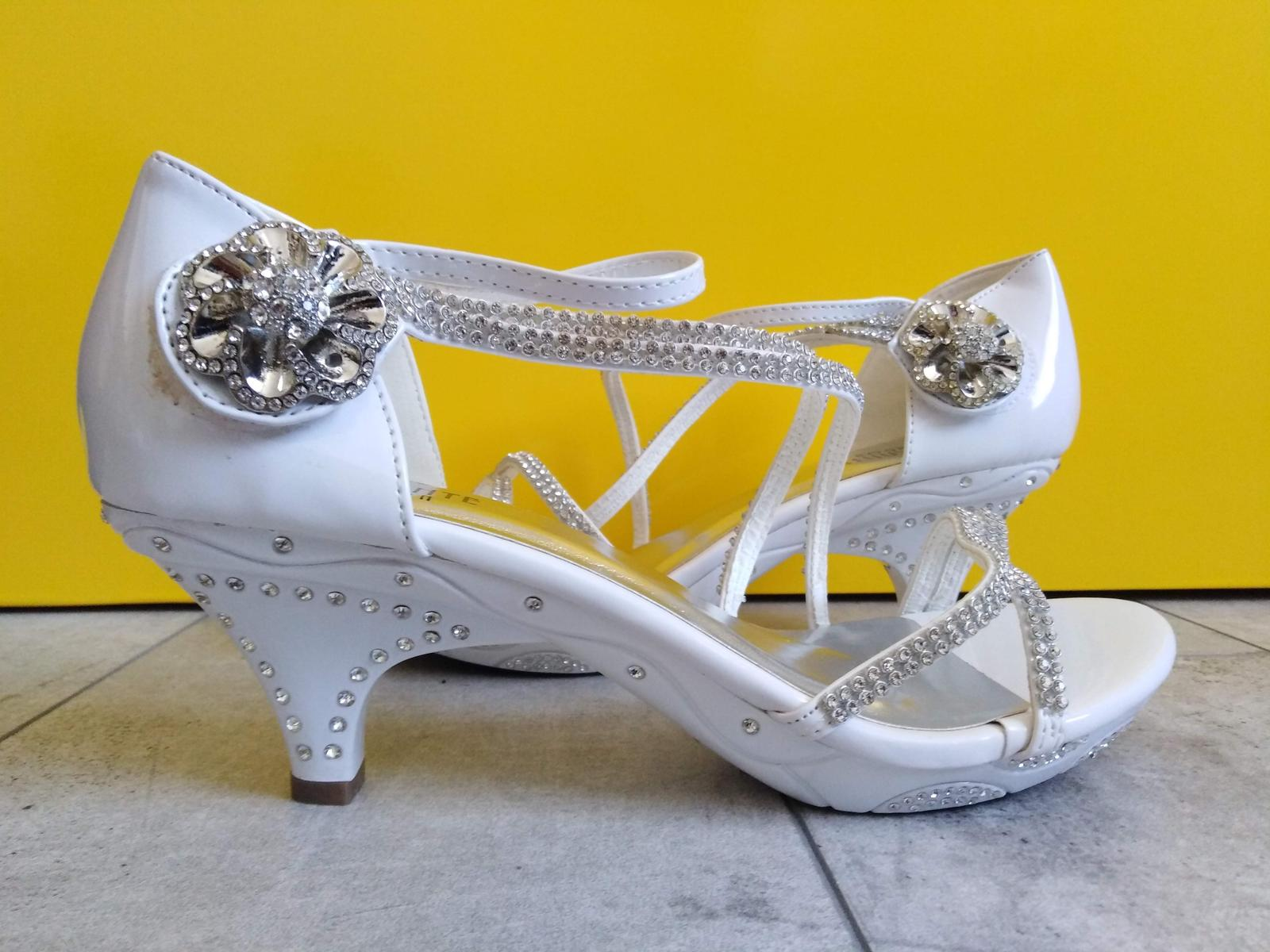 SKLADEM - svatební bílé sandálky - Obrázek č. 1