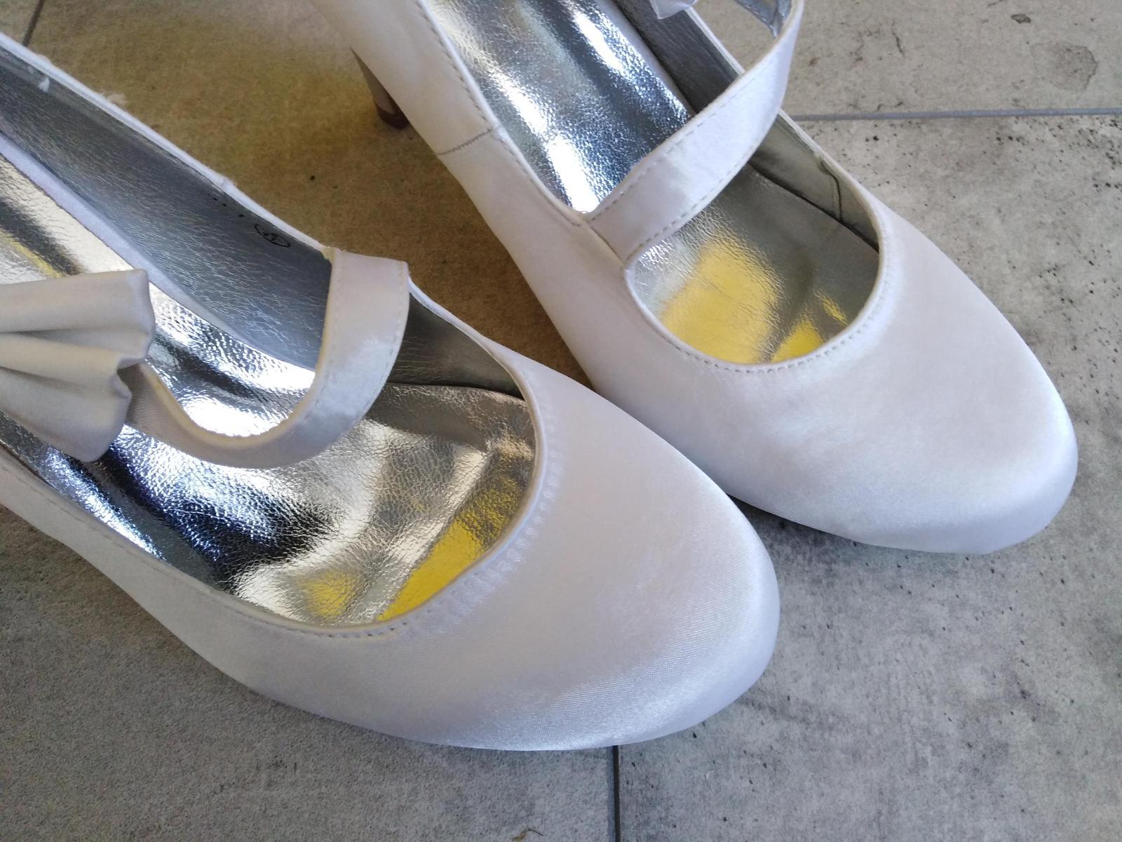 SKLADEM - Bílé saténové lodičky - Obrázek č. 2