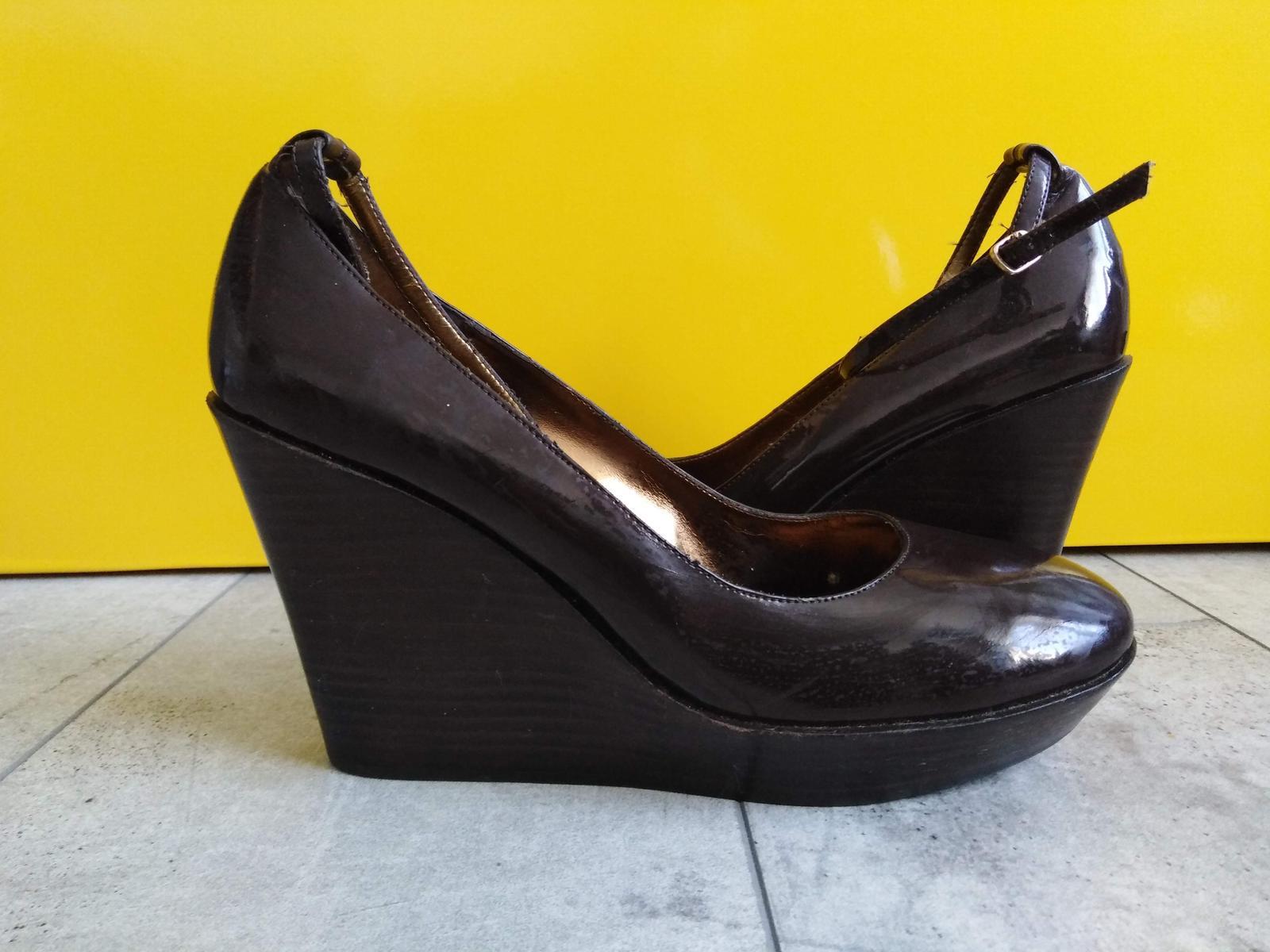 SKLADEM - hnědé boty na klínku - Obrázek č. 1