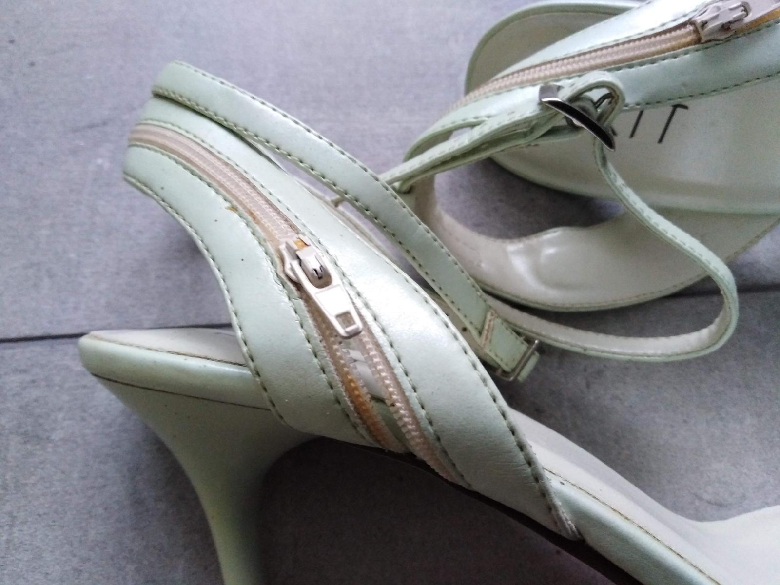 SKLADEM - světle zelené sandálky - Obrázek č. 4