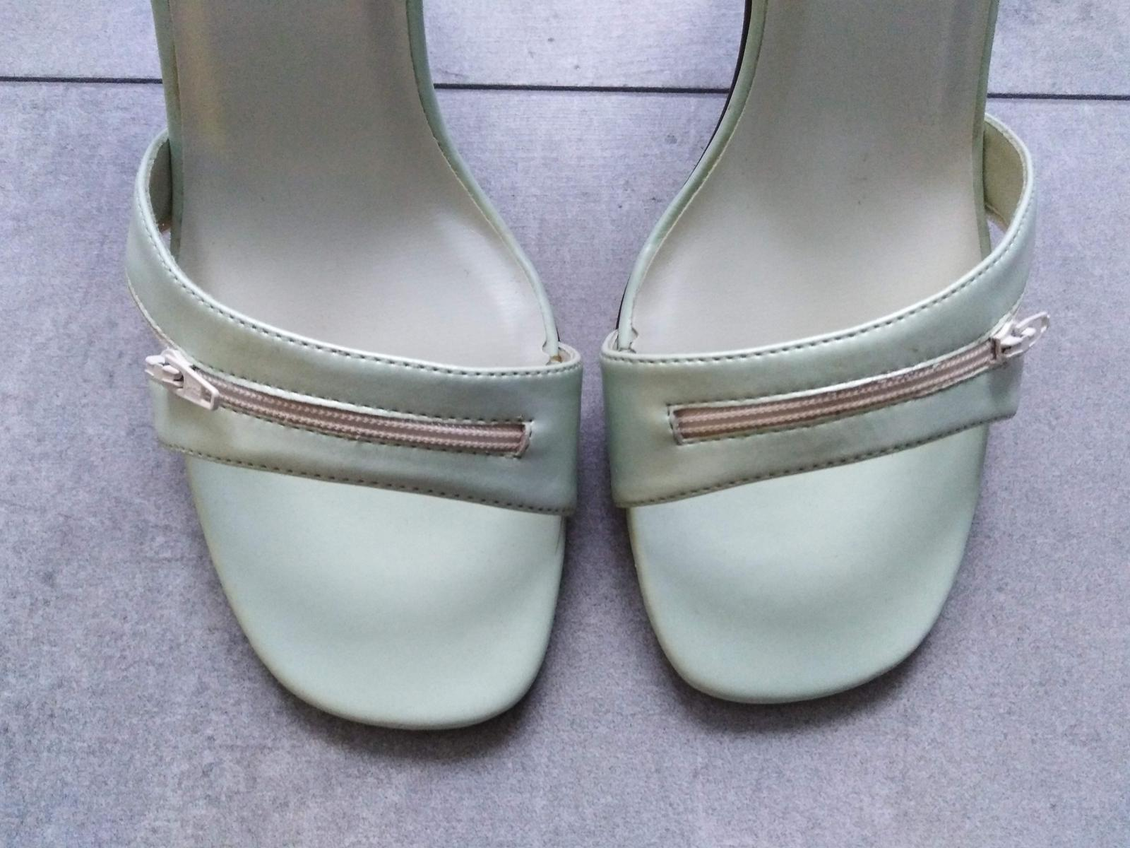 SKLADEM - světle zelené sandálky - Obrázek č. 3