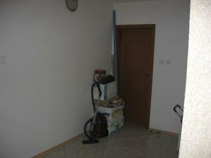 2006 - Dveře vedou do garáže