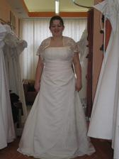 s.nevěsta-šaty č.2 zblízka