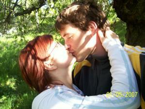 bylo 1. máje tak jsme dlouho hledali rozkvetlý strom a nakonec našli - díky bohu :)