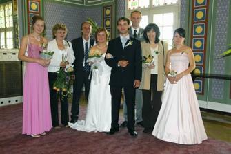 Foto s rodiči, svědky a družičkou.