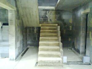 schodište a ešte vyriešiť čo z priestorom pod schodami