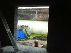 dvere z kuchyne na terasu