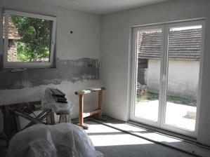 kuchyňa a dvere na terasu
