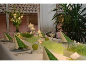 Takto podobně bude vypadat svatební stůl... :-)