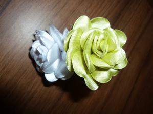 Květinky do vlásků.... :-)