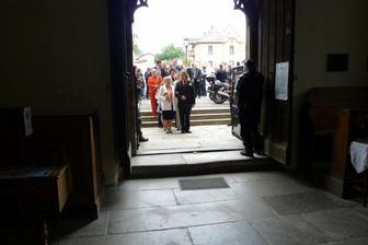 špalír před kostelem