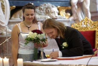 aby se manžel správně podepsal
