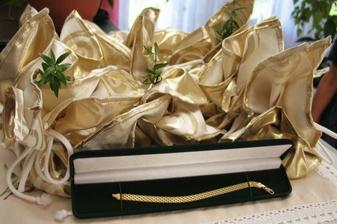 ... vykoupení nevěsty ... mimochodem ty měšce jsou plné desetníků a dvacetníků - originální nápad