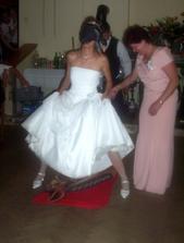 ... jedna ze svatebních her ...