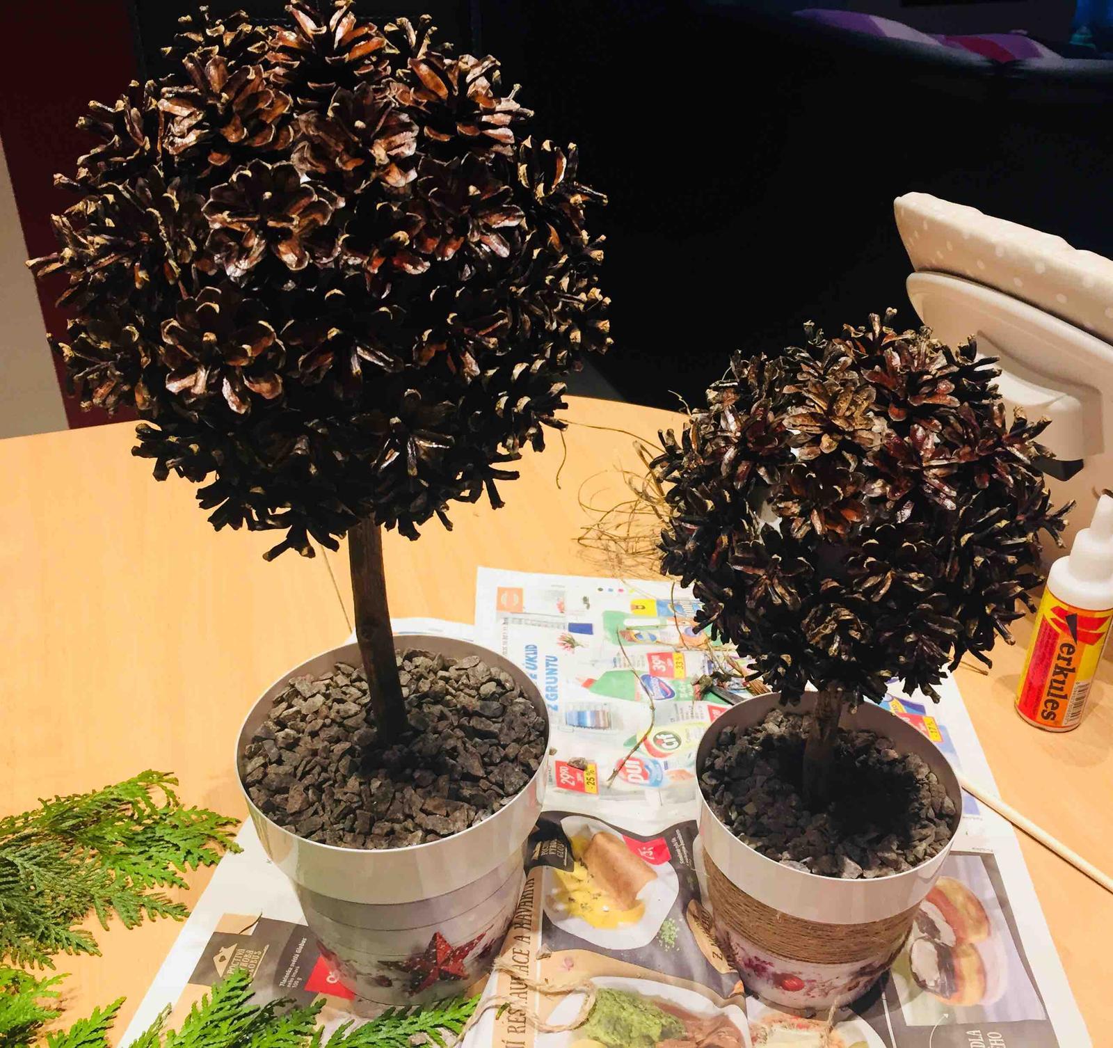 Miluji tvořit - Tak jsem stihla rovnou dva 🤗 jeste jim upravim kvetinace, striknu snehem a bude hotovo