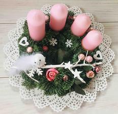 Jako každý rok jsem udělala věnec pro tchýňku, koupila si růžové svíčky, takže volba barvy byla na ni 👍